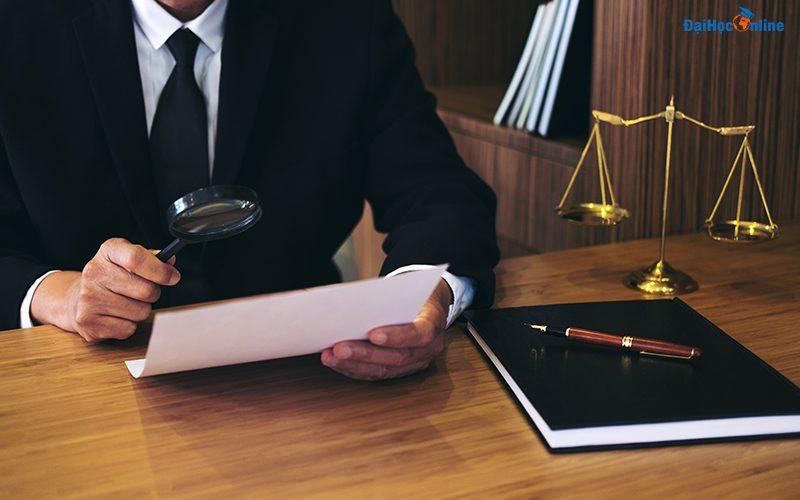 Học ngành luật và luật kinh tế từ xa