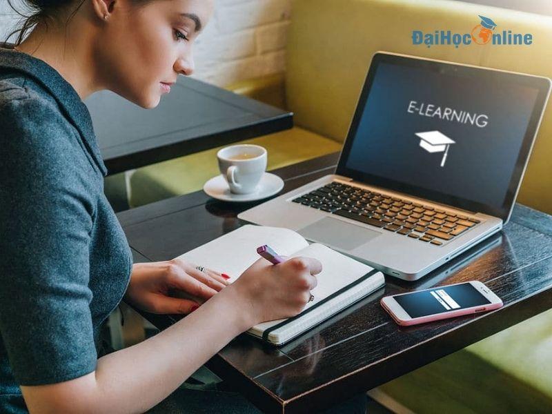 Có nên học đại học trực tuyến không? 1