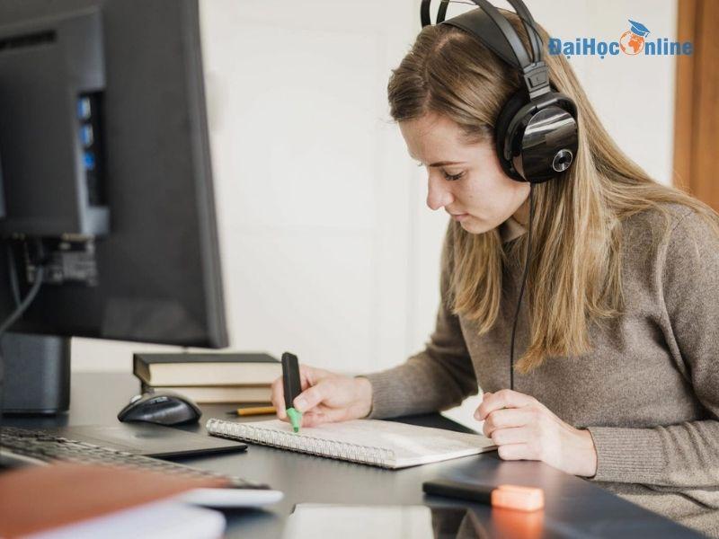 Lợi ích học đại học trực tuyến cho người đi làm 4