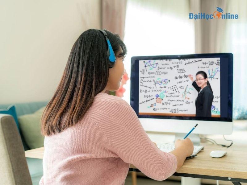 Lợi ích học đại học trực tuyến cho người đi làm 5